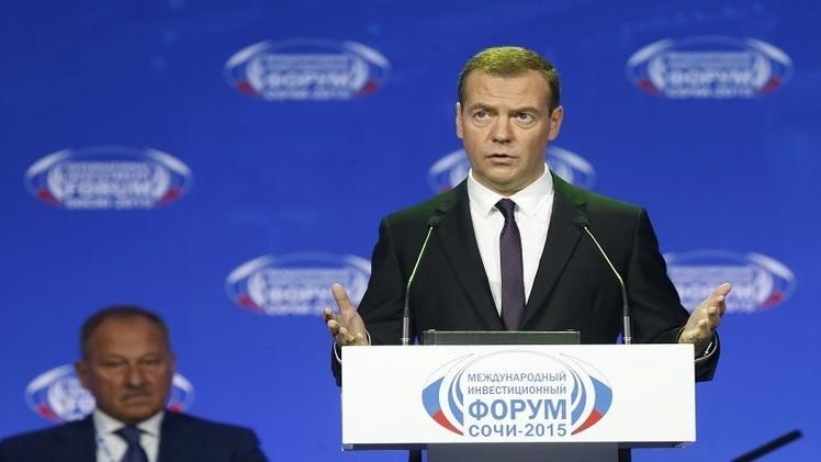 مدفيديف يشيد بتراجع اعتماد الميزانية الروسية على إيرادات الطاقة