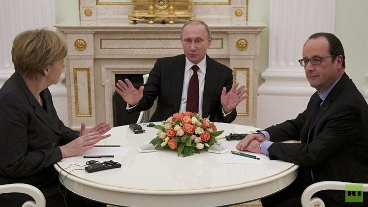 بوتين يؤكد لهولاند أن الضربات الجوية الروسية موجهة لمكافحة الإرهاب