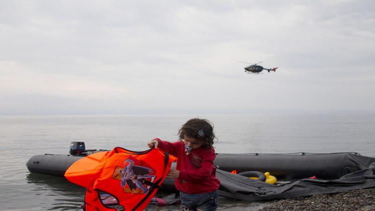 طفلة سورية عند الشواطئ اليونانية