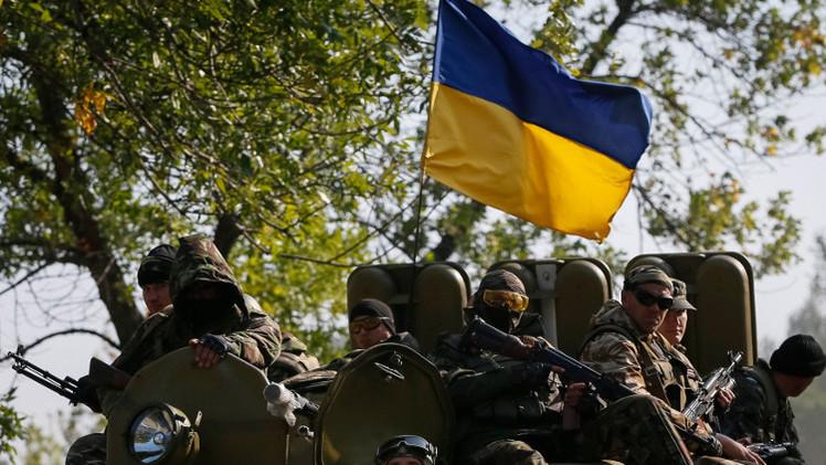 كييف تعلن أنها بدأت سحب الأسلحة من خط التماس بشرق أوكرانيا