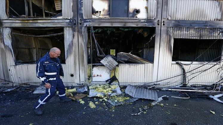 ألمانيا.. مصرع لاجئ حرقا والداخلية تزيد الضغوط على ميركل
