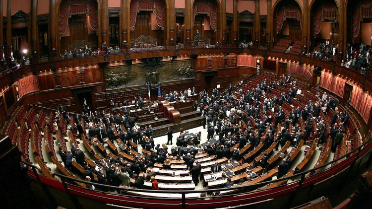 روما: لن ننفذ أية غارات ضد الإرهابيين في العراق إلا بموافقة البرلمان