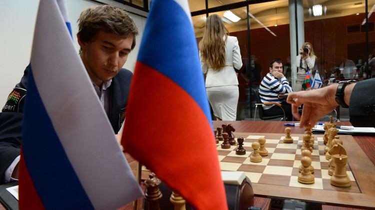 الروسي كارياكين يفجر مفاجأة مدوية بفوزه بكأس العالم للشطرنج 2015