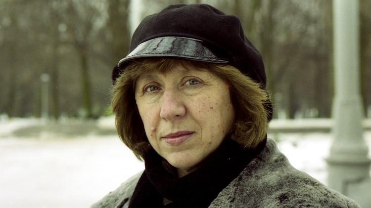 الكاتبة البيلاروسية سفيتلانا أليكيسيفيش تفوز بجائزة نوبل للآداب لعام 2015