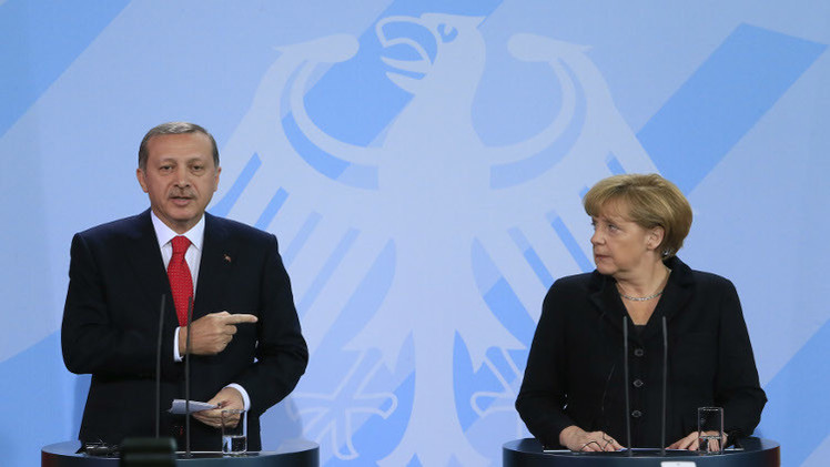 ميركل تغلق أبواب الاتحاد الأوروبي في وجه أردوغان بالرغم من أزمة اللاجئين