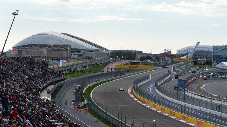 مرسيدس في صدارة التجارب الرسمية لسباق جائزة روسيا الكبرى