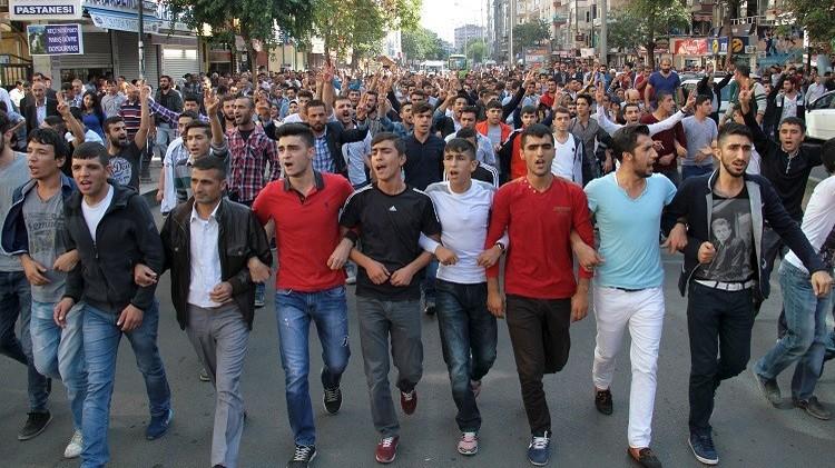 آلاف المتظاهرين يحملون الحكومة التركية مسؤولية تفجيري أنقرة