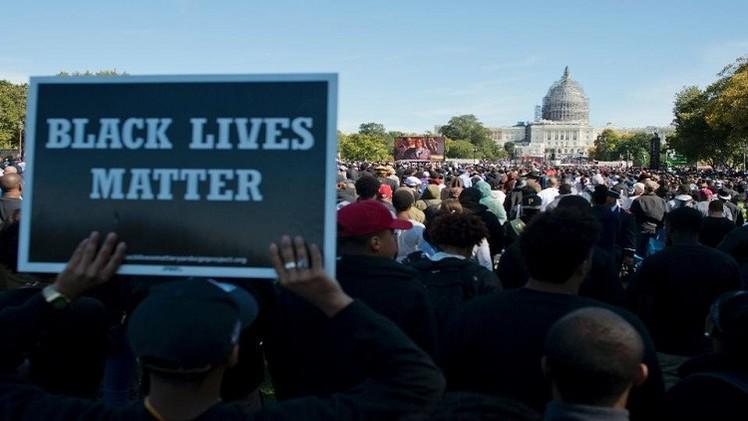 أمريكيون من أصول إفريقية يتظاهرون في الذكرى الـ20 لمليون رجل