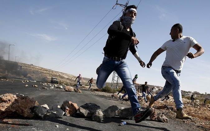 مراسلتنا: اشتباكات عنيفة بين الفلسطينيين والأمن الإسرائيلي بالطور ومخيم شعفاط في القدس