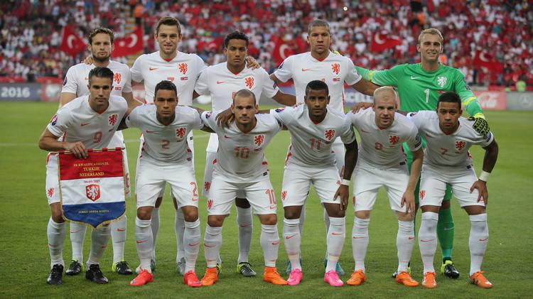 هولندا تواجه خطر عدم المشاركة في كأس الأمم الأوروبية