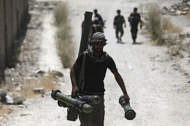 سوريا.. البنتاغون يزود المسلحين بأطنان من الذخائر جوا