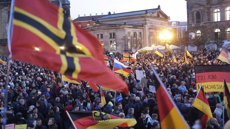 أنصار حركة بيغيدا يحتشدون في شوارع مدينة دريسدن