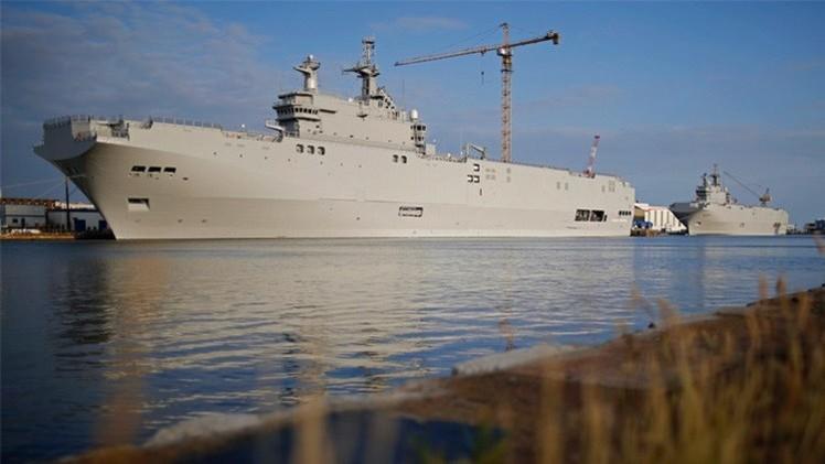 هولاند لا يستبعد استئناف التعاون بين باريس وموسكو في مجال صناعة السفن