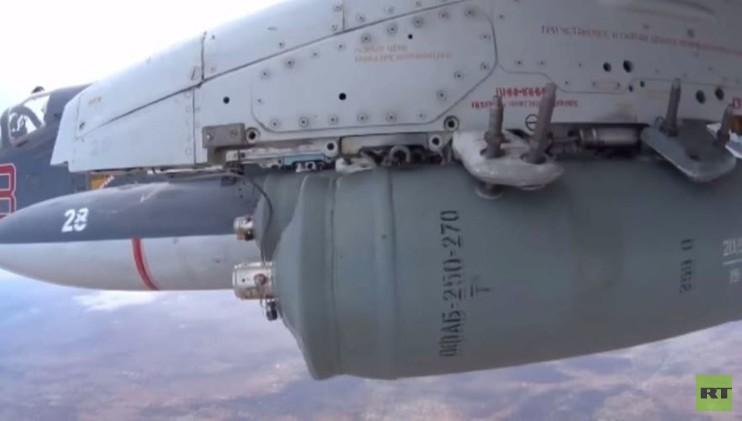 مقاتلات روسية تقلع وتقصف البنية التحتية لداعش في سوريا .. (فيديو)