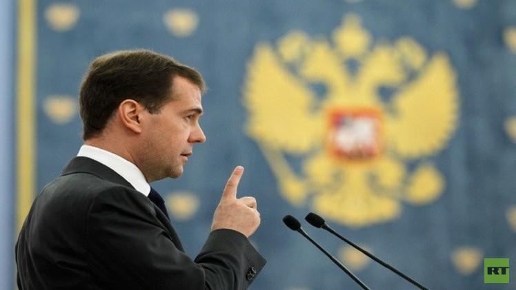 بوتين يمنح مدفيديف وسام الاستحقاق من الدرجة الأولى