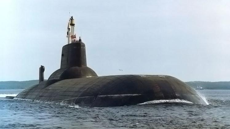 """الغواصة الذرية الحاملة للصواريخ """"دميتري دونسكوي"""" 561f72f8c46188d8328b4581"""