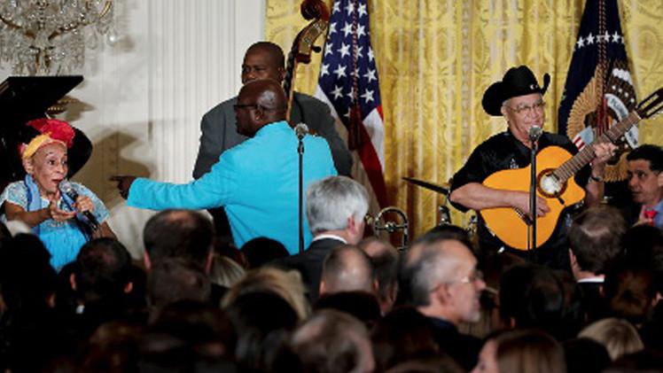 فرقة موسيقية من كوبا تعزف في البيت الأبيض