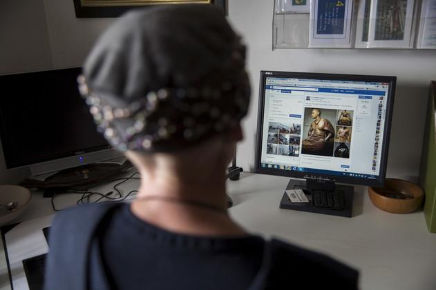 امرأة تعرض طفلا للبيع على الانترنت بـ380 دولاراً