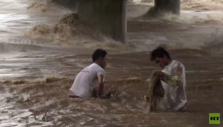 الإعصار كوبو يضرب الفلبين ويهجر الآلاف من السكان (فيديو)