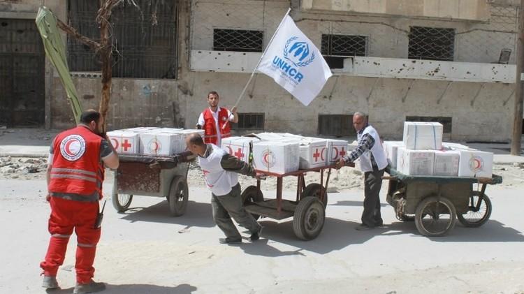 دخول أكثر من 30 شاحنة محملة بمساعدات إنسانية إلى 4 بلدات سورية