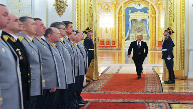 بوتين يحدث كبار الضباط عن العملية الروسية في سوريا