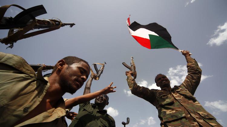 السودان يرسل ثاني دفعة من جنوده إلى عدن ويعد بالمزيد