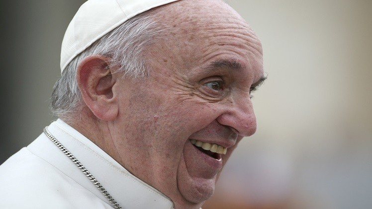 الفاتيكان ينفي إصابة البابا بورم