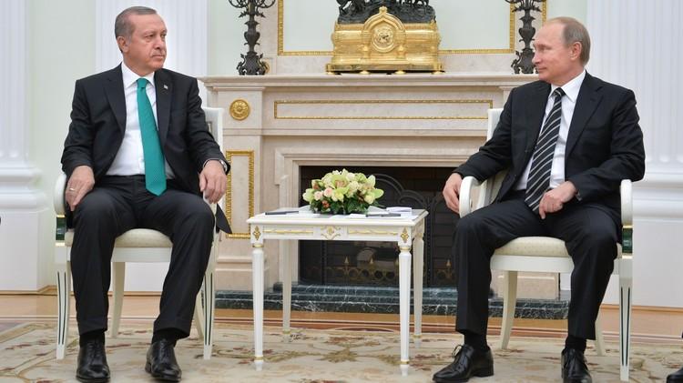 أردوغان يتصل ببوتين لبحث زيارة الأسد.. وداوود أوغلو يتمنى لو بقي الأخير في موسكو