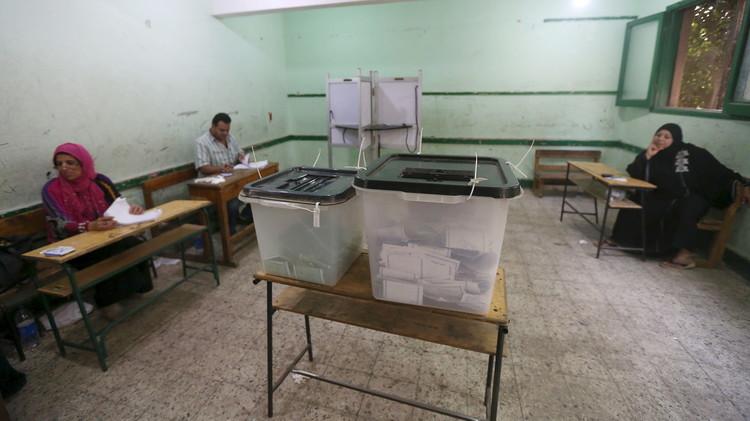 مؤيدون للسيسي يفوزون بمقاعد القوائم في جولة انتخاب البرلمان الأولى