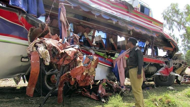 مصرع 15 شخصا وإصابة 30 بحادث سير وسط باكستان