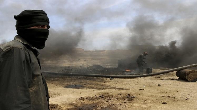 """تقارير استخبارية: """"داعش"""" يجني 50 مليون دولار شهريا من النفط"""