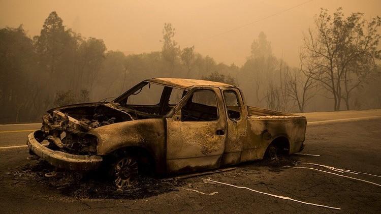 الأردن.. رجل يحرق زوجته وأطفاله داخل سيارة