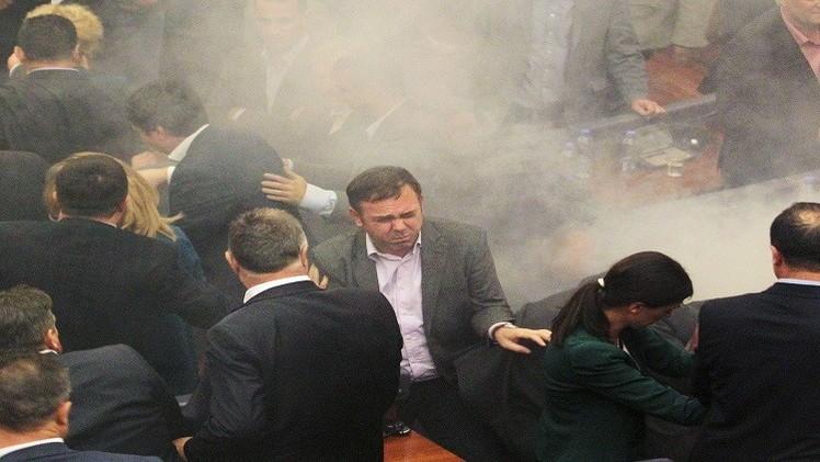 كوسوفو.. قنبلة مسيلة للدموع في قلب البرلمان (فيديو)