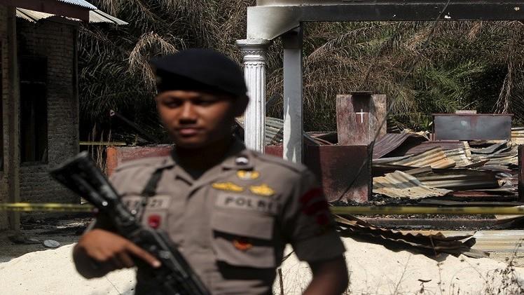 إقليم إندونيسي يسن قانونا يجرم الزنا والمثلية