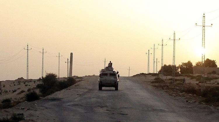مصر.. مقتل ضابط وشرطيين اثنين بتفجير في العريش شمالي سيناء