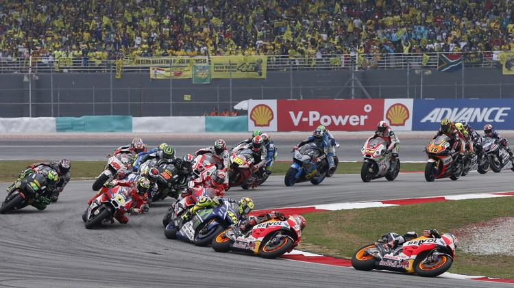 بيدروسا يفوز بسباق ماليزيا للدراجات النارية ويؤجل حسم اللقب (فيديو)