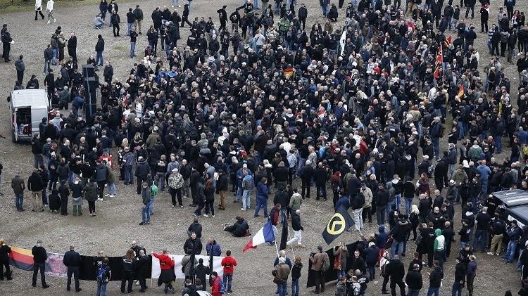 قوات الأمن تفرق متظاهرين ضد المناهضين للإسلام غرب ألمانيا