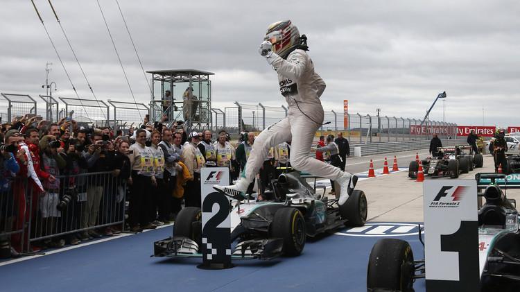 هاميلتون بطلا للعالم للفورمولا 1 لعام 2015.. (صور)