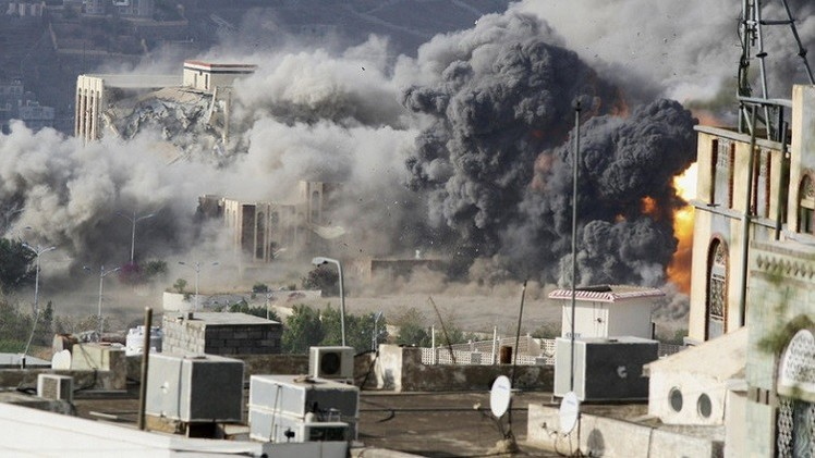 اليمن.. قوات هادي تقتحم القصر الجمهوري في تعز وبوارج التحالف تتجه إلى المخاء