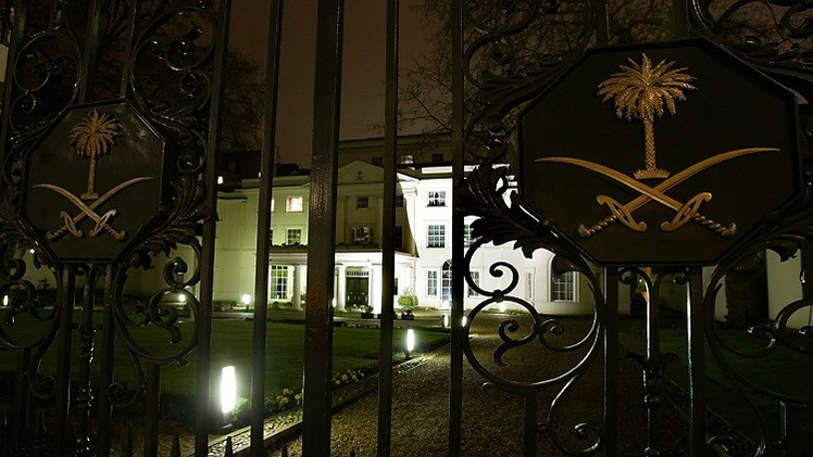 السفير السعودي بلندن يحذر من خطر يهدد علاقات بلاده مع بريطانيا