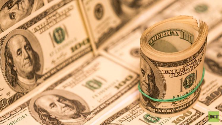 الدولار ينخفض أمام سلة العملات