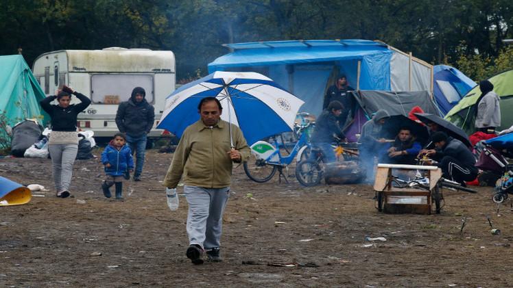 معسكر للاجئين بمكتبة وناد ليلي ولكن بمعاناة في فرنسا
