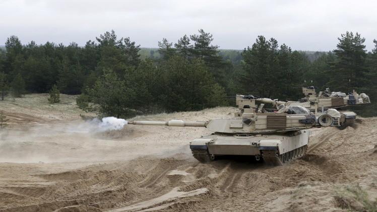 واشنطن تدفع بأسلحة ثقيلة لجوار روسيا