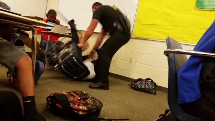 عنف الشرطة الأمريكية ضد السود (فيديو)