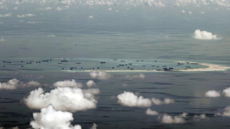 بكين ترفض قرارات لاهاي بشأن الجزر المتنازع عليها وجيشها يحذر واشنطن