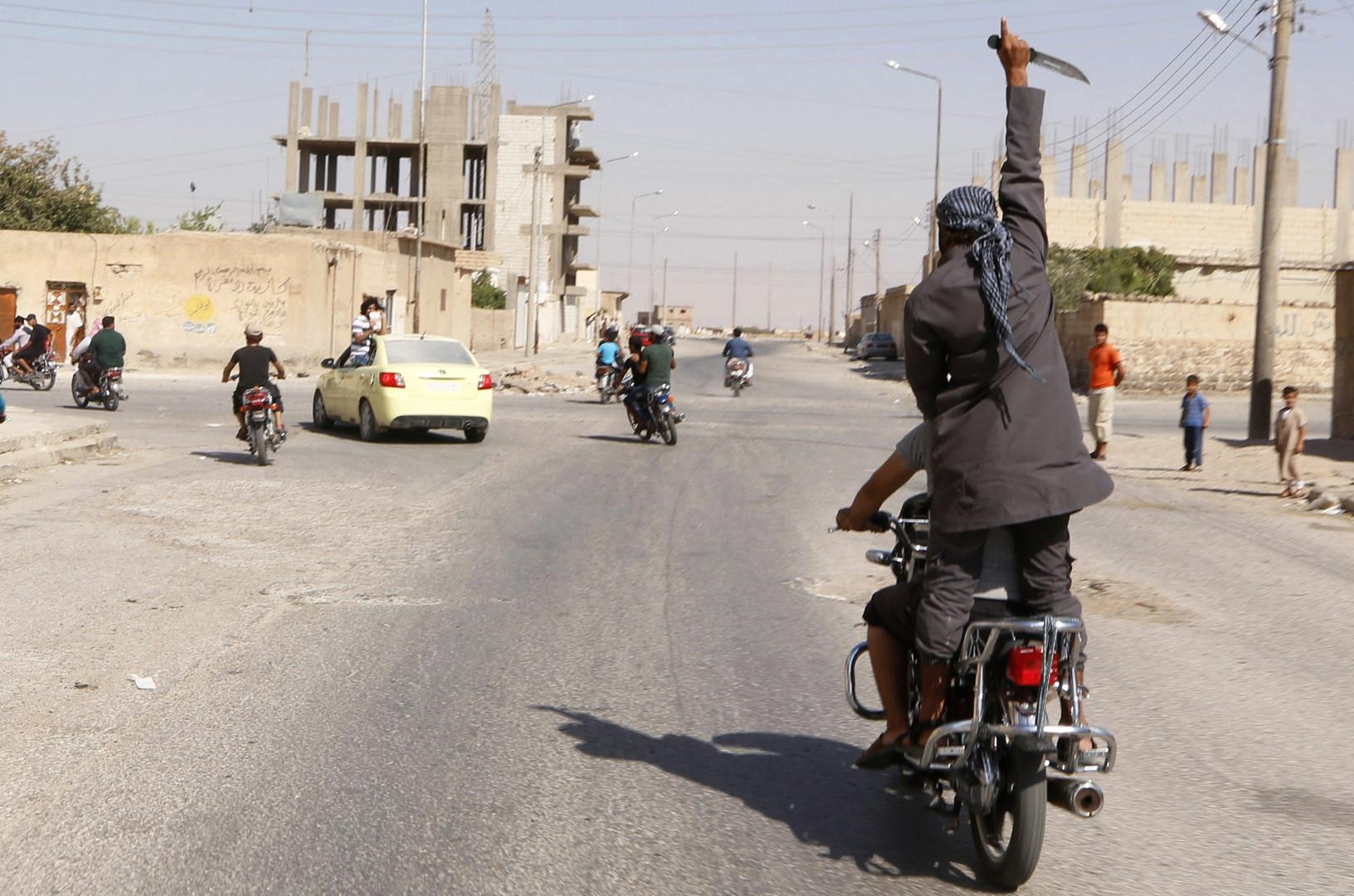 """أحد متطرفي تنظيم """"داعش"""" في سوريا"""