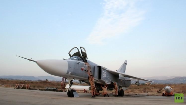 طائرة حربية روسية في مطار حميميم باللاذقية