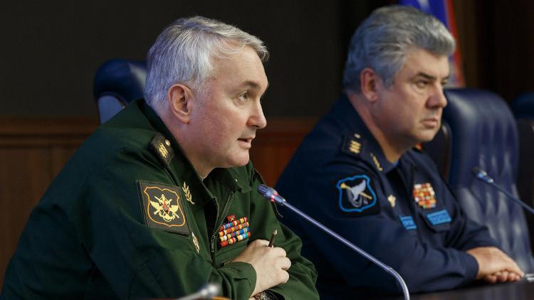 أندريه كارتابولوف (اليسار)