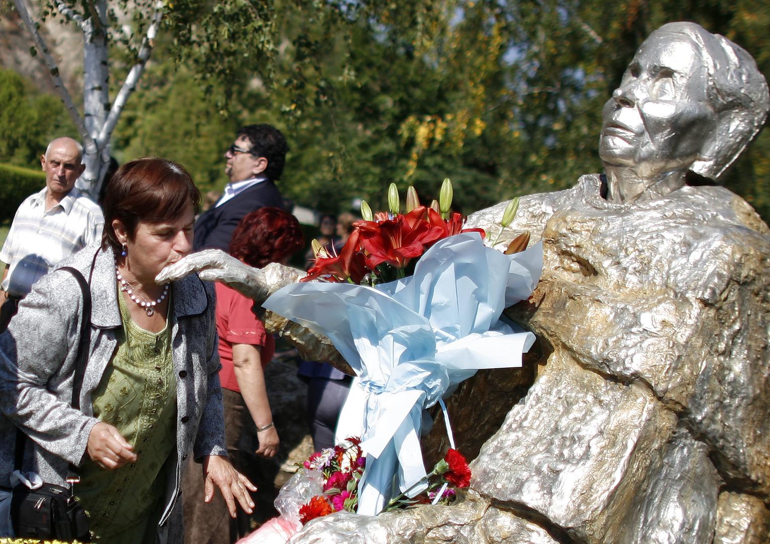 العرافة البلغارية والنبوءة السورية
