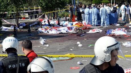 تطويق المكان الذي وقعت  به التفجيرات - أنقرة - تركيا